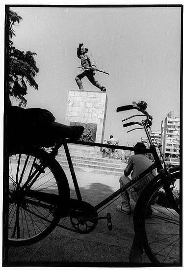 author: Yves Rousselet title: Tirana aout 2004
